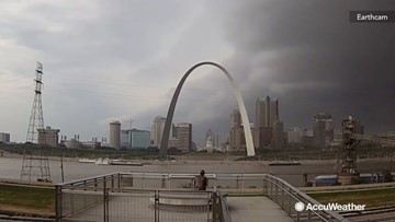 Time-lapse video of shelf cloud over iconic Gateway Arch