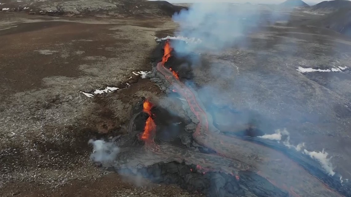 Iceland volcano opens new fissure of lava