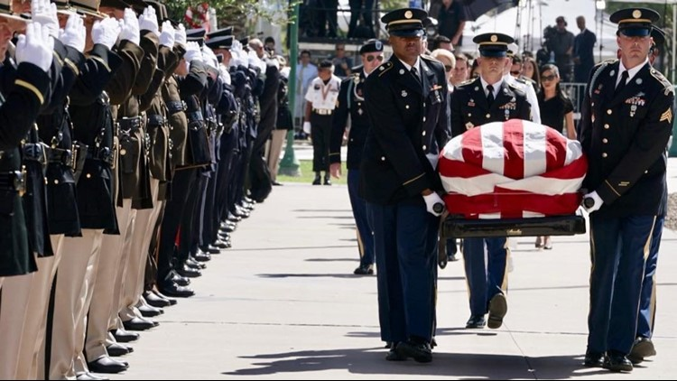 'We are grateful for his life': Thousands gather to honor Sen. McCain at Arizona Capitol
