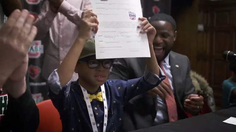 10-year-old boy with cerebral palsy joins Wash U basketball team