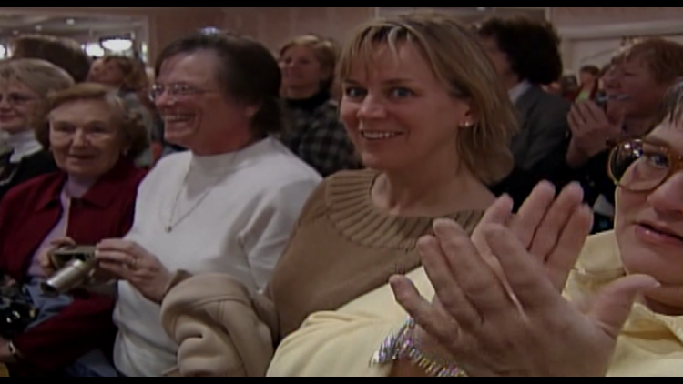 A crowd cheers Sarah, Duchess of York, during her St. Louis visit in 2004.