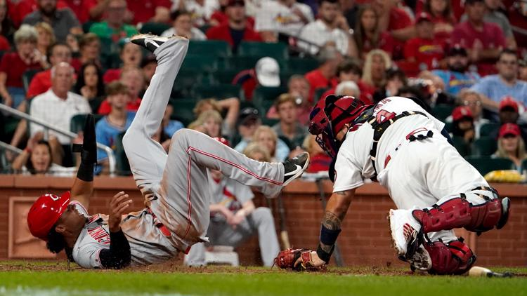 Reds score two in ninth, beat Cardinals 4-2
