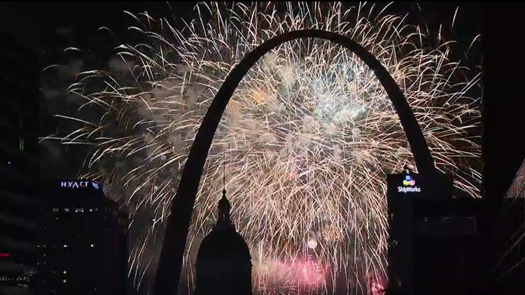 Watch the full 2021 Fair Saint Louis fireworks show