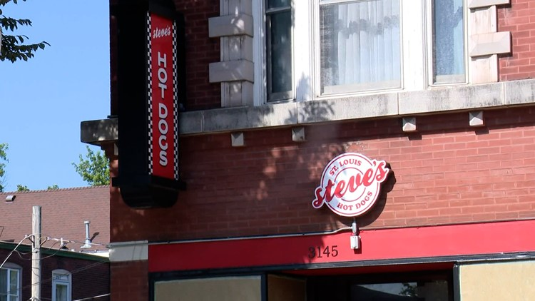 Steve's Hot Dogs opens new location in south St. Louis