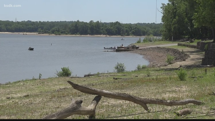 Man killed, others injured when boat collides with large rock in Meramec River