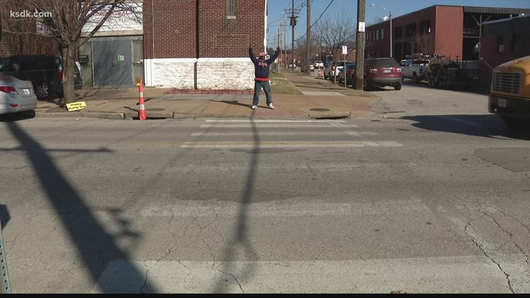 One man's mission to make St. Louis smile even in a pandemic