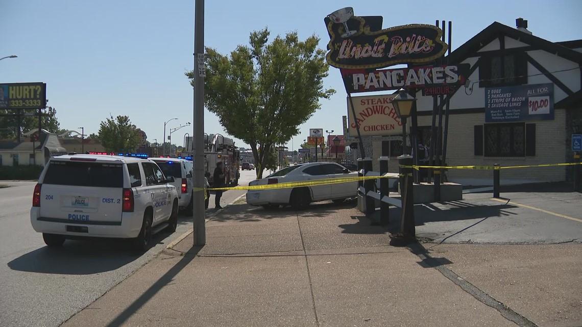 Car crashes into south St. Louis restaurant