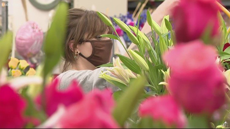 Mother's Day blossoms at St. Louis florist despite fear of nationwide flower shortage