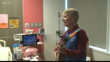 Volunteer brings Christmas music to hospital patients