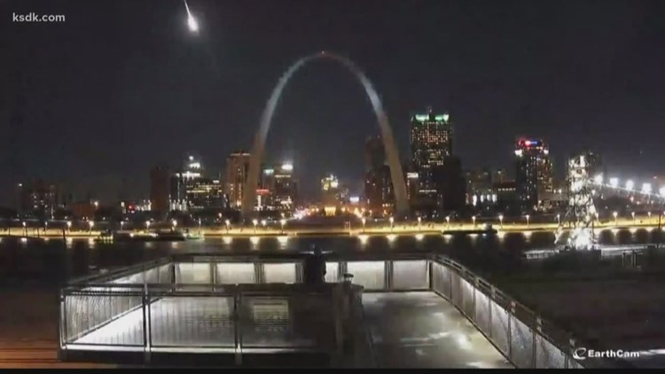 Videos appear to show meteor streaking through the sky over St. Louis area