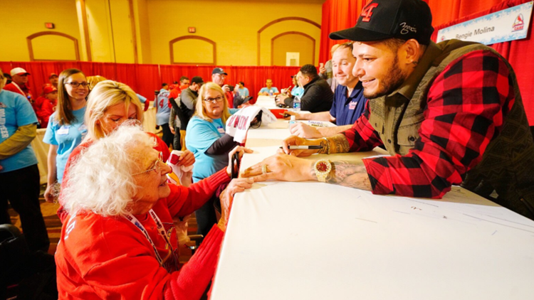 99-year-old fan meets Yadi for the first time
