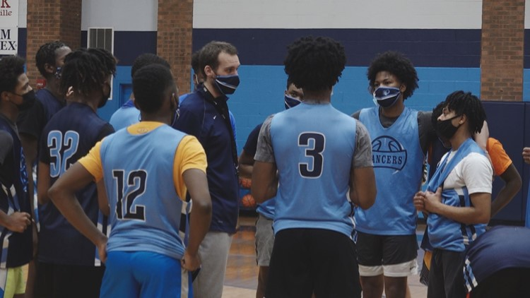 'It shows how bad we wanted it' | Belleville East basketball off to undefeated start, among top teams in Illinois