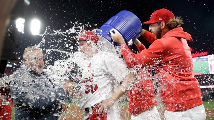 Mikolas' shutout, O'Neill's 2 homers lead Cardinals to blowout win