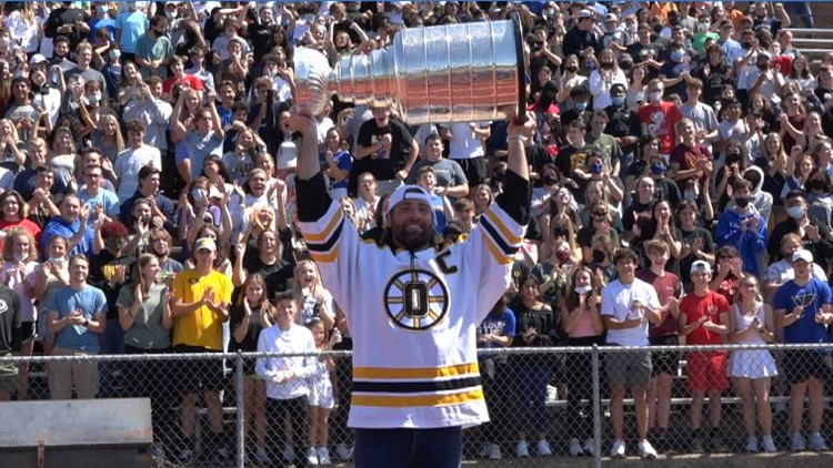 'Never give up on your dreams': 3-time champion Pat Maroon shares Stanley Cup with hometown of Oakville