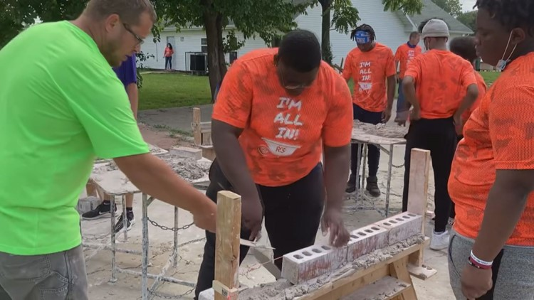 'We are changing the community' | East St. Louis non-profit recruits, trains, employs students