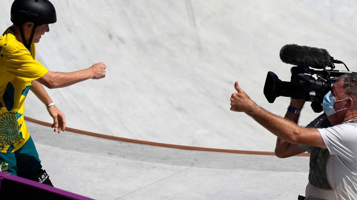 Despite collision, skater and cameraman finish the job