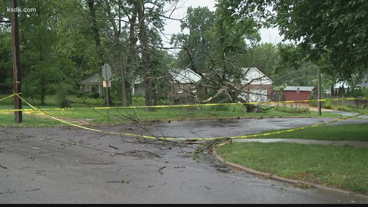 Severe thunderstorms down trees, knock out power for thousands in St. Louis area
