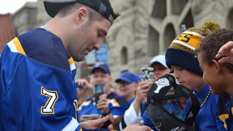 Blues player Pat Maroon gives his signature to a fan