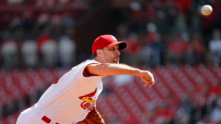 Wainwright's sharp start, Fowler's clutch catch lead Cardinals over Nationals