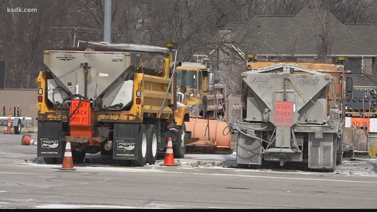 St. Louis area residents spend Sunday on winter weather preps