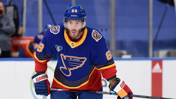 Montreal signs former Blues forward Mike Hoffman to 3-year deal