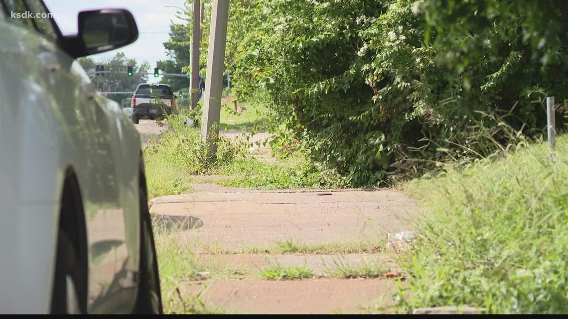 11-year-old boy helps his mom carjack man in St. Louis, police say