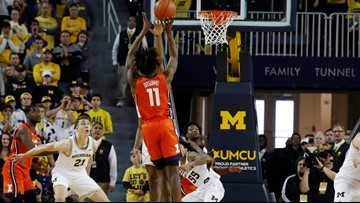 Illinois basketball moves up to number 19 in AP poll