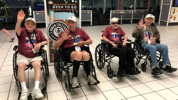 WWII, Korean War vets cheer on Blues during St. Louis Honor Flight