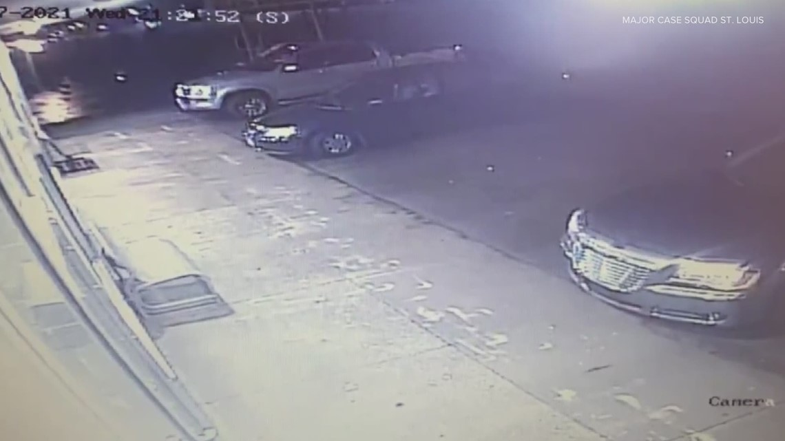 Videos show person, vehicle of interest in Cahokia laundromat homicide