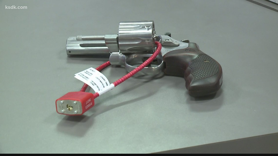 St. Louis firefighters to hand out gun locks