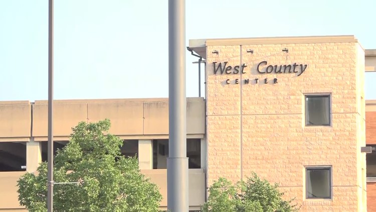 West County Center stores push for new employees