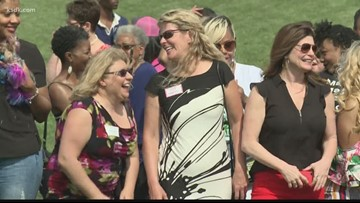 St. Louis' women entrepreneurs get together for group photo at the Arch