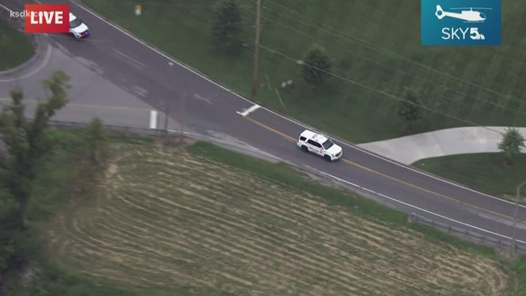 2 People Shot In Carjacking Near Gravois Bluffs Police Searching For Suspects