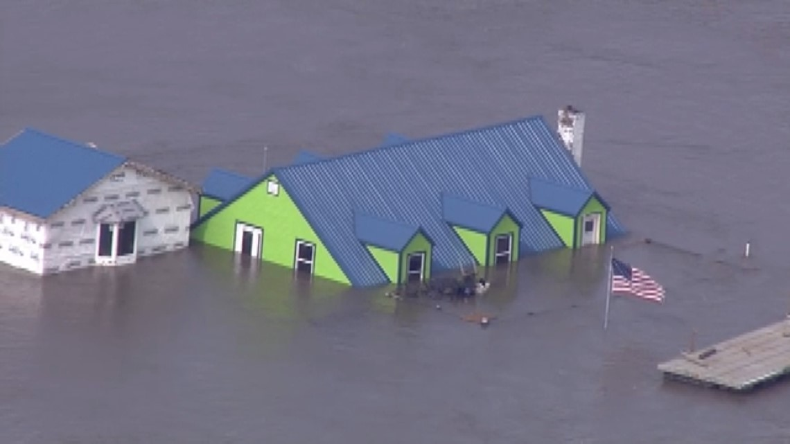 Homes flooded after Mississippi River breaches Pin Oak levee in