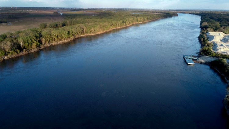 Missouri River flood risk down as levee repairs proceed