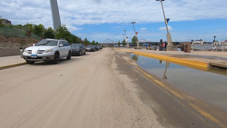 mississippi river st. louis flood