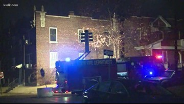 Man jumps to escape apartment building fire in south St. Louis