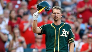 Stephen Piscotty gets standing ovation back at Busch Stadium