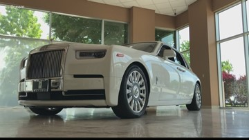 A look inside one of the most luxurious cars on the road: Rolls-Royce Phantom