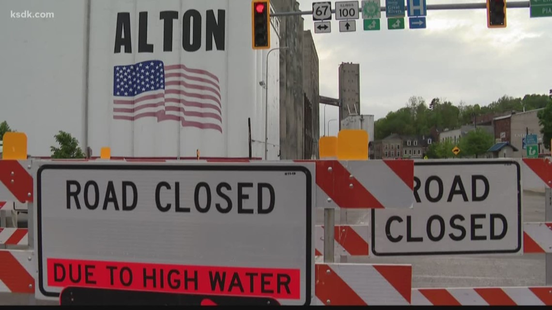 Businesses in Alton getting ready for rising waters