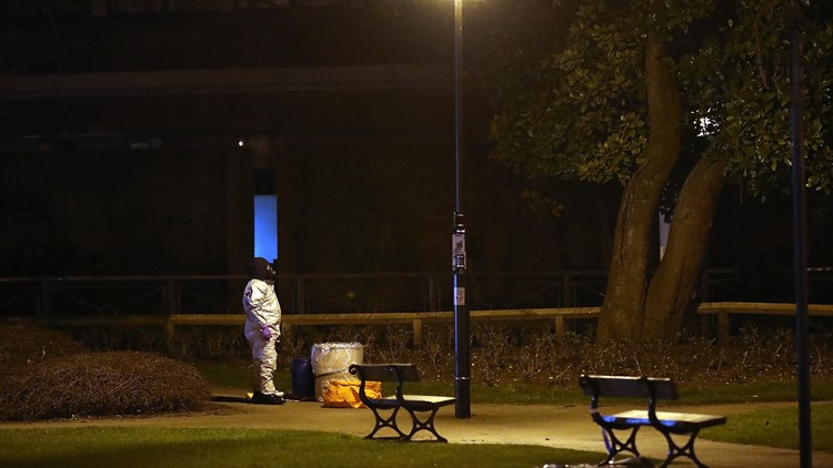 SALISBURY, ENGLAND - MARCH 13: Police officers in forensics suits and protective masks work at the scene of the poisoning of Sergei Skripal on March 13, 2018 in Salisbury, England. (Photo by Christopher Furlong/Getty Images)