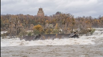 Severe weather pushes historic iron scow towards Niagara Falls