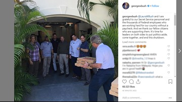 President George W. Bush delivers pizzas to Secret Service amid shutdown